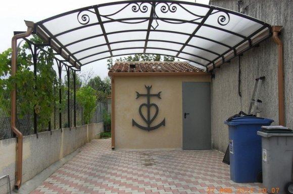Embellissez vos jardins et terrasses grâce à nos pergolas designs et résistantes Nîmes