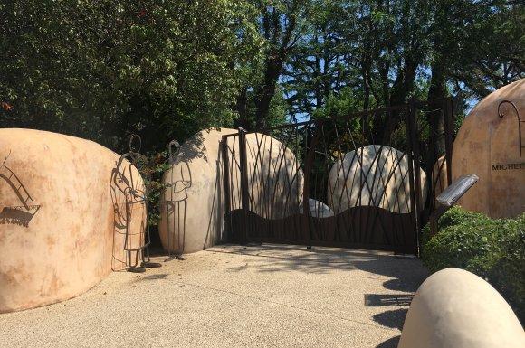 Retour sur ces élégants portails pour un professionnel à Garons