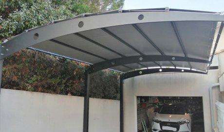 Fabrication et pose d'un carport métallique chez un particulier dans le Gard