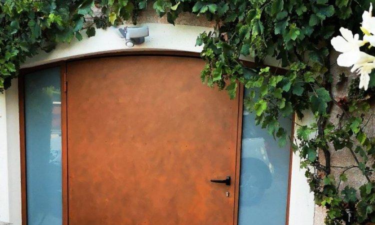 Réalisation et pose d'une tonnelle, véranda et porte de garage chez un client à Generac