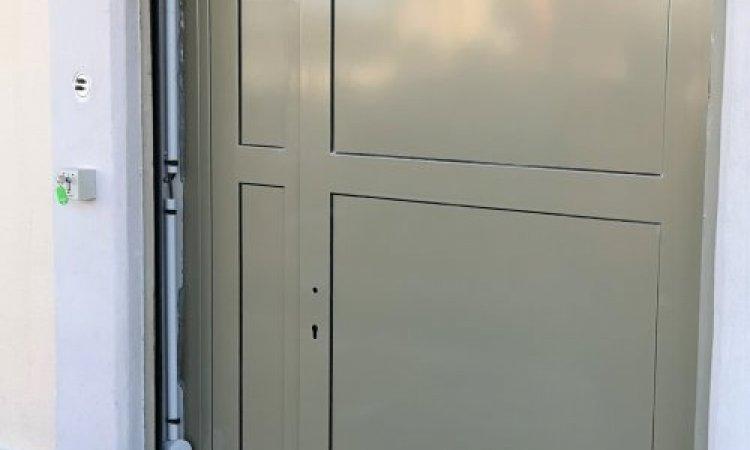 Fourniture et pose d'une porte d'accès métallique à Lunel