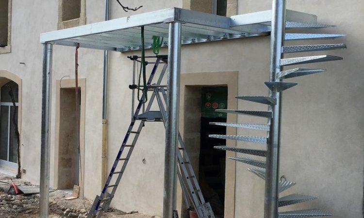 Conception et pose d'escaliers en neuf ou en rénovation autour de Nîmes