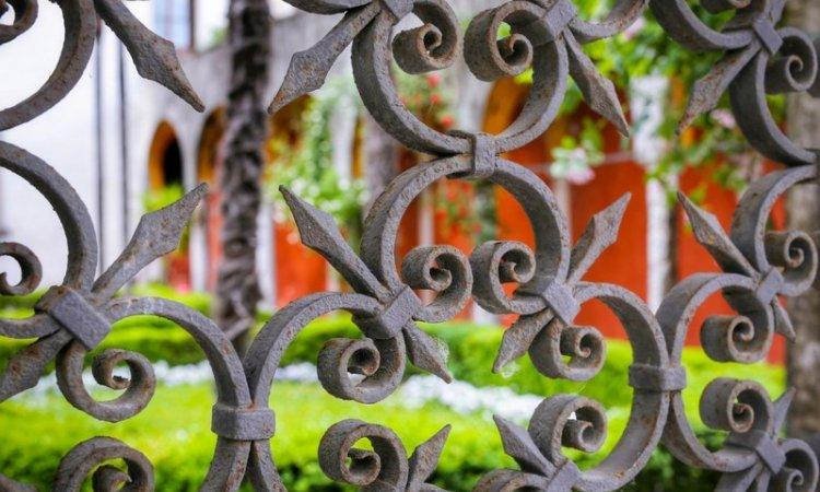 Pose de clôtures en fer chez les particuliers dans le Gard