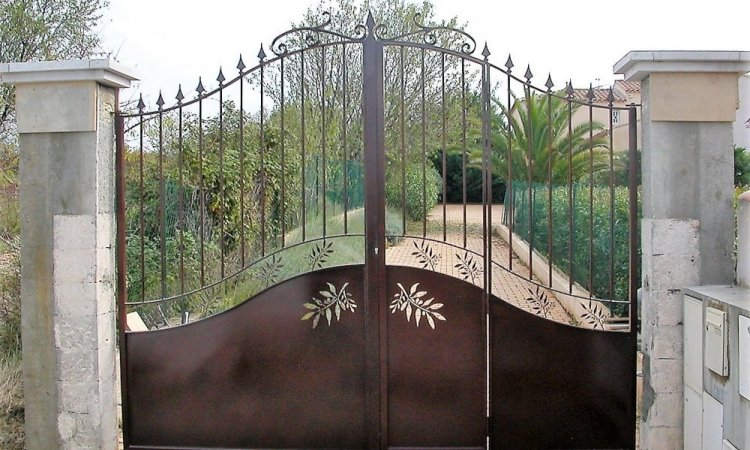 Fabrication de portails et portillons sur mesure autour de Nîmes
