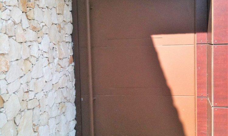 Fabrication de portes sur mesure dans le Gard
